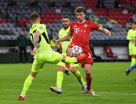No primeiro jogo, Bayern aplicou goleada impiedosa sobre o time de Simeone (AFP)