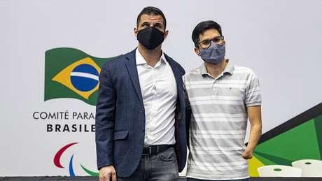 O presidente Mizael Conrado posa ao lado de Yohansson Nascimento, eleito vice (Foto: Ale Cabral/CPB)