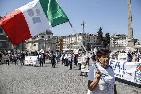 Protesto de trabalhadores do setor de turismo em Roma, capital da Itália, em junho passado
