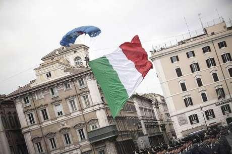 Bandeira da Itália na Piazza Venezia, em Roma