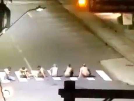 Bandidos fizeram reféns e montaram um 'escudo humano' para se protegerem da polícia