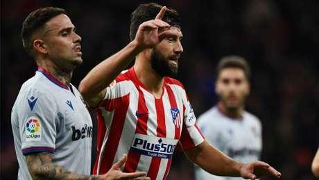 Felipe está na mira do Barcelona para janeiro (GABRIEL BOUYS / AFP)