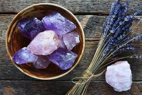 Descubra os benefícios e saiba como fazer seus banhos com cristais - Shutterstock