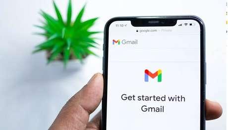 Iniciando o aplicativo Gmail. (Imagem: Solen Feyissa/Unsplash)