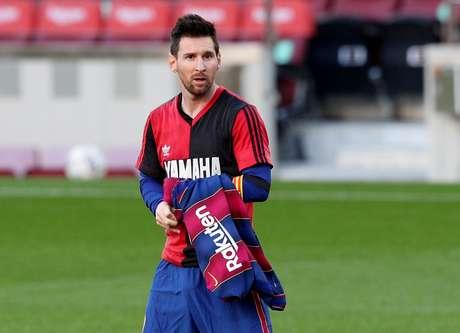 Messi com camisa do  Newell's Old Boys para homenagear Maradona 29/11/2020 REUTERS/Albert Gea