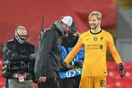 Jovem fechou o gol em Anfield (Foto: AFP)