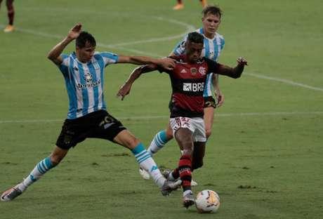 Nos pênaltis, Racing eliminou o Flamengo em pleno Maracanã pela Copa Libertadores (Foto: AFP)