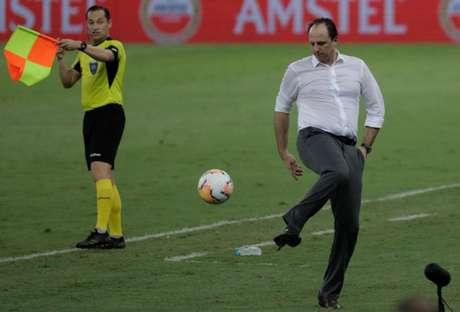 Equipe de Rogério Ceni caiu nas oitavas da Libertadores (Foto: AFP)