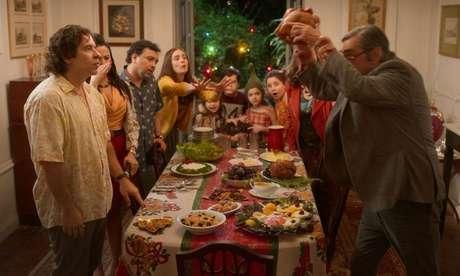Conflito na ceia de Natal do filme brasileiro natalino da Netflix