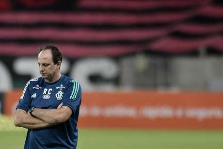 Rogério Ceni está sob forte pressão no Flamengo