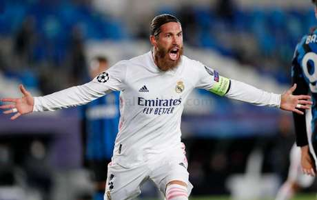 Sergio Ramos motiva o elenco do Real Madrid nesta quinta-feira (Foto: Antonio Villalba / Real Madrid)