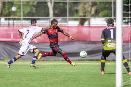 Flamengo não tomou conhecimento do Maranhão (Foto: Marcelo Cortes/CRF)