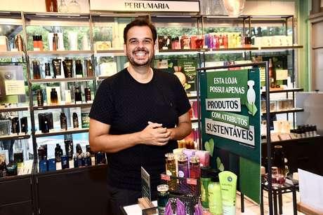 Gustavo Fruges, diretor de comunicação de O Boticário, em inauguração da loja pop up no Parque Ibirapuera, em São Paulo