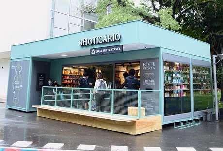 Vista frontal da loja pop up de O Boticário no Parque Ibirapuera; modelo deve ser seguido em outras oito cidades ainda este ano