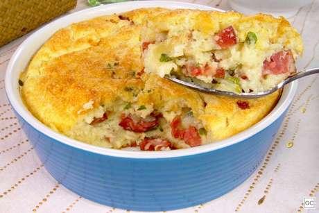 Guia da Cozinha - Torta de batata com calabresa para um almoço delicioso