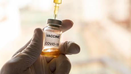 Não se sabe até o momento quanto tempo durará a proteção das vacinas contra a covid-19. Pode ser que as doses garantam imunidade pelo resto da vida ou apenas por alguns meses ou anos