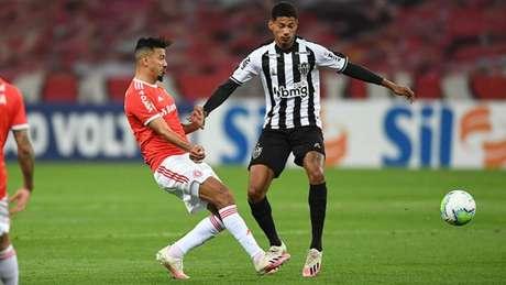 O Galo foi derrotado no turno pelo Inter. Os dois times continuam na briga pelo título-(Divulgação/Twitter Internacional)