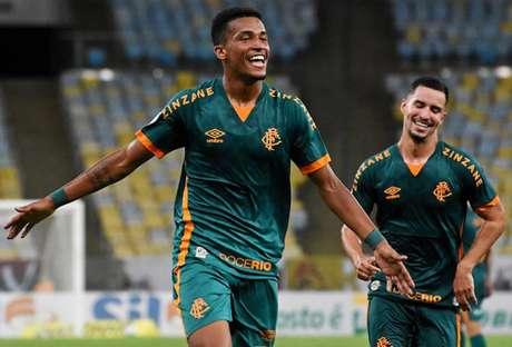 Marcos Paulo comemora gol com os companheiros (Foto: MAILSON SANTANA/FLUMINENSE FC)