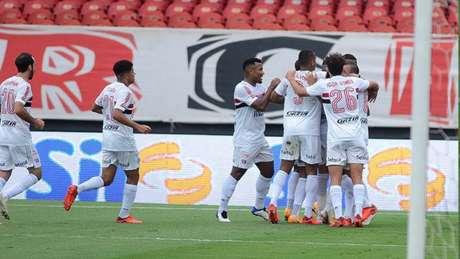 Comemoração do gol de Luciano na vitória sobre o Sport (Foto: RENATO GIZZI/Photo Premium/LANCEPRESS!)