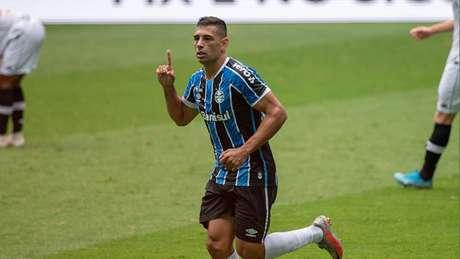 Diego Souza marca duas vezes e Grêmio vence o Vasco por 4 a 0 (Raul Pereira / Fotoarena / Agência Lancepress!)