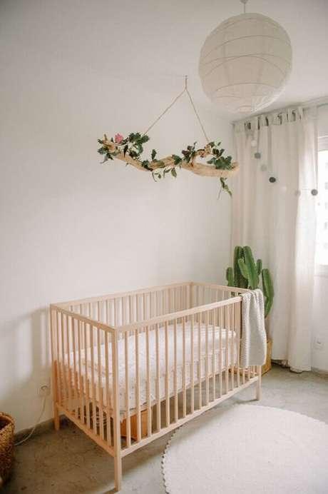 15. Delicada decoração com cacto grande para quarto de bebê minimalista – Foto: We Heart It