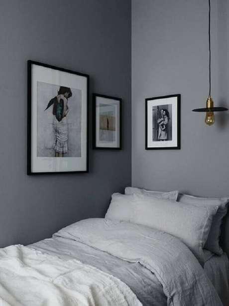 25. Quarto de solteiro minimalista decorado com paredes cinza – Foto: Coco Lapine Design