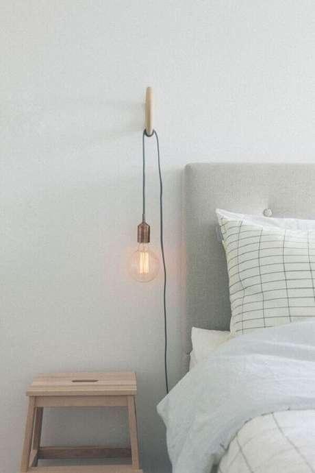29. Luminária de cabeceira para decoração de quarto minimalista – Foto: The Lifestyle Files