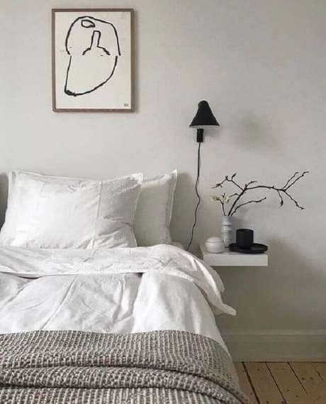 34. Luminária de cabeceira preta para decoração de quarto minimalista – Foto: Etsy