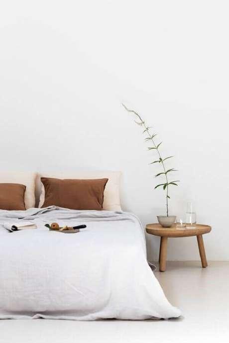 3. Cores claras e neutras como o branco são as mais usadas na decoração de quarto minimalista – Foto: Casa Très Chic