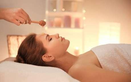 Mel para a pele: conheça os benefícios e conquiste uma aparência jovial