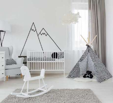 53. Decoração de quarto de bebê minimalista branco com detalhes pretos – Foto: Archtrends