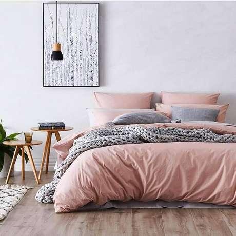 6. Roupas de cama de qualidade e bem aconchegantes são importantes para o quarto decoração minimalista – Foto: We Heart It