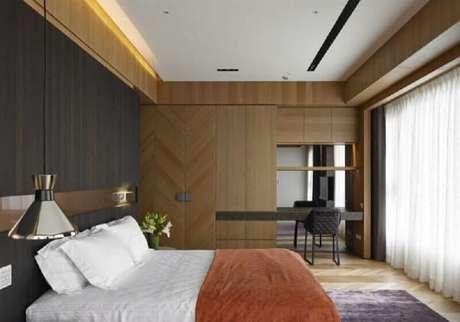 58. Revestimento de madeira para decoração de quarto de casal minimalista – Foto: DecoHogar