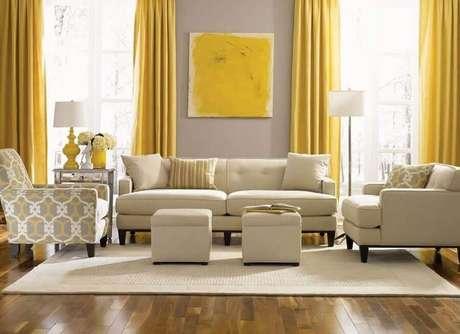 17. Decoração clássica para sala bege e amarela – Foto: Pinterest