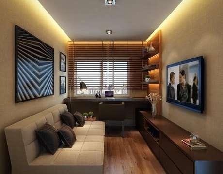 22. Sala bege pequena decorada com sofá sem braço e planejada com home office – Foto: Archilovers