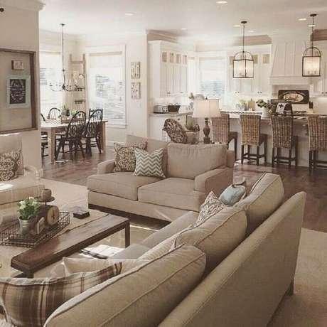 24. Decoração de sala bege integrada com cozinha sofisticada – Foto: Jeito de Casa