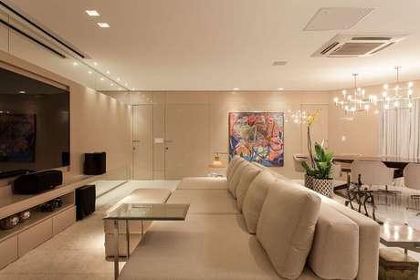 30. Decoração moderna para sala bege ampla integrada com sala de jantar – Foto: Dcore Você