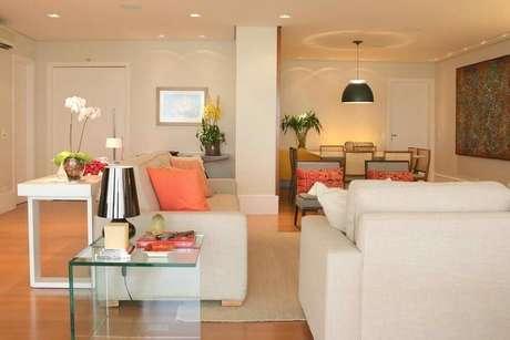 7. Saiba inserir mais cores na sua decoração de sala de estar bege – Foto: Ark 2 Arquitetura