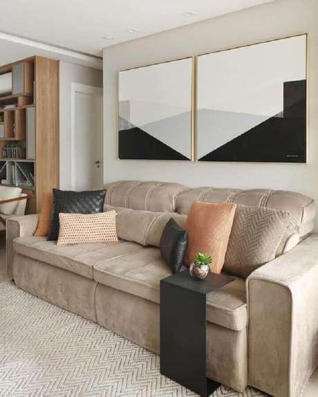 53. Quadros abstratos para decoração de sala com sofá bege confortável – Foto: Jeito de Casa