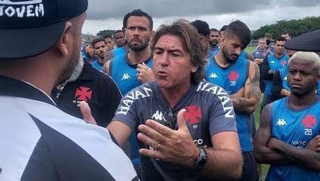 Técnico Ricardo Sá Pinto foi o mais cobrado em protesto da torcida no CT