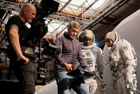 George Clooney em bastidores de 'O Céu da Meia-Noite' com  David Oyelowo e Tiffany Boone