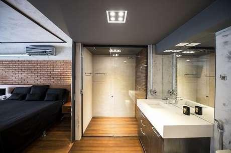 40. A decoração industrial para quarto com suíte está em alta. Projeto por Carla Cuono Arquitetura e Interiores