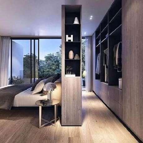 17. Aproveite todo o metro quadrado e crie um quarto com suíte e closet. Fonte: Revista VD