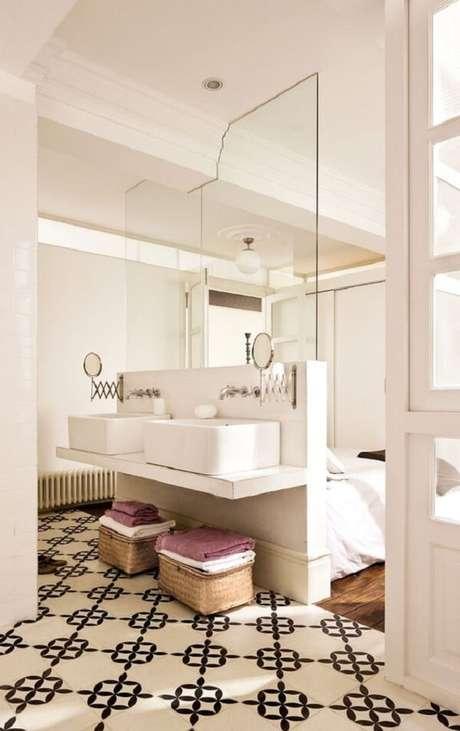 29. Esse modelo de quarto com suíte conta com duas cubas para casal. Fonte: El Mueble