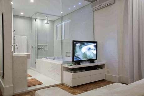 10. Modelo de quarto com suíte todo branco. Fonte: Pinterest