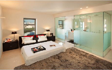 8. O vidro jateado traz personalidade para o quarto com suíte. Fonte: Pinterest