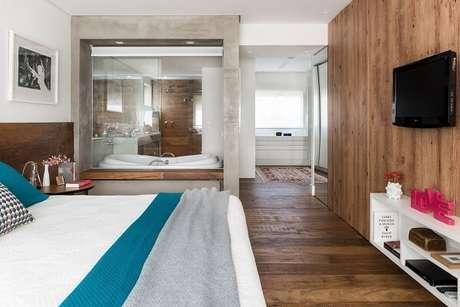 47. Os ocupantes da banheira conseguem visualizar todo o quarto. Projeto por Décio Navarro