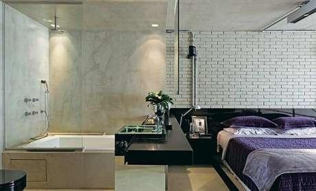 41. Para quem não precisa de muita privacidade pode investir na planta de quarto com suíte de vidro. Fonte: Pinterest