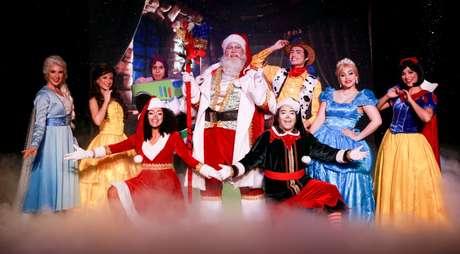 Personagens do imaginário infantil se reúnem com Papai Noel para garantir a magia do Natal