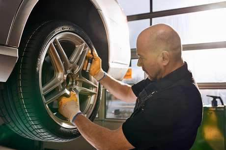 Segundo a Continental, um desajuste na válvula pode causar o esvaziamento gradativo do pneu, provocando desgaste e deformações.
